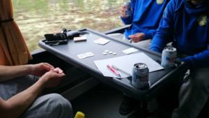 Tuppea ei tässä pelata, mutta suuntaus on sama kuin Suomen hiihtomaajoukkueessa. Kortinpelaajien määrä vähenee somen puristuksessa.