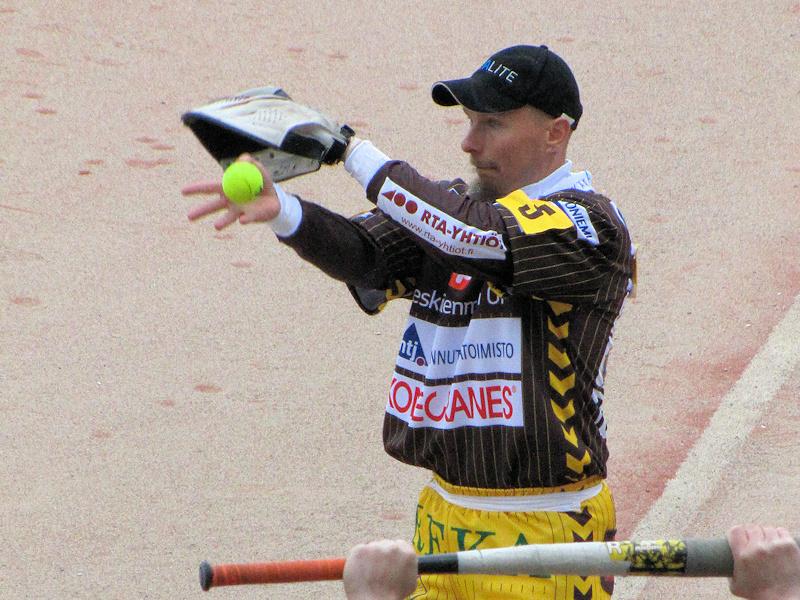 Riku Rantanen syöttää ensimmäisen pelinsä Ankkuri-paidassa tiistaina Raahessa.